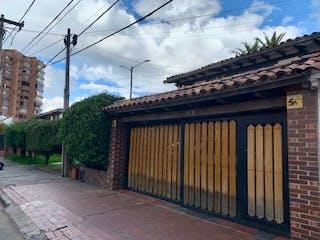 Una estación de tren con una estación de tren en el fondo en Casa en venta en El Retiro de 4 hab.
