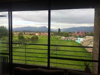 Una vista del horizonte de una ciudad desde detrás de una cerca en Vendo Apartamento Penthouse 76m Cajica