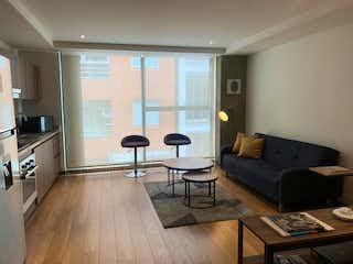 Una sala de estar llena de muebles y una televisión de pantalla plana en Apartaestudio En Venta En Bogota Pasadena