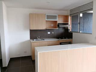 Una cocina con fregadero y nevera en Apartamento en venta en El Esmeraldal, de 78mtrs2