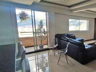 Una sala de estar llena de muebles y una televisión de pantalla plana en Apartamento en venta en Norteamérica, de 120mtrs2