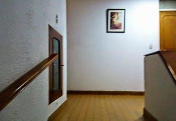 Apartamento En Venta Santa Teresita - Teusaquillo, cuenta con 2 habitaciones y parqueadero.