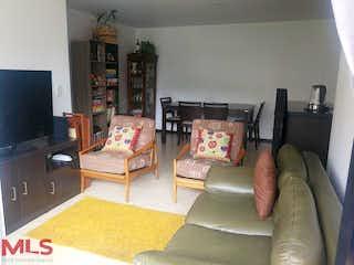 Una sala de estar llena de muebles y una televisión de pantalla plana en La Provincia