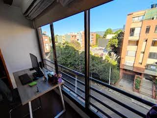 Una vista de una ciudad desde un balcón en Apartamento En Venta En Bogotá Pasadena