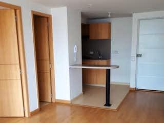 Una sala de estar con suelos de madera dura y un suelo de madera en Apartamento En Venta En Bogota San Antonio Norte-Usaquén