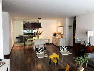 Una sala de estar llena de muebles y una mesa en Apartamento en venta en El Virrey de 2 hab.