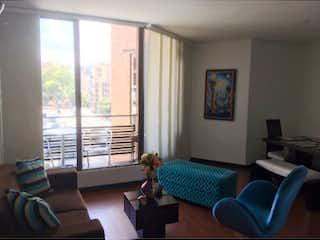 Una sala de estar llena de muebles y una gran ventana en BOGOTA, VENTA DE APARTAMENTO EN SANTA BARBARA, 77 MTS