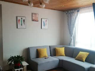 Una sala de estar llena de muebles y una ventana en Apartamento En Venta En Bogota Fontibon