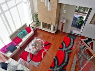 Una sala de estar llena de muebles y una chimenea en VENDO CASA MODERNA