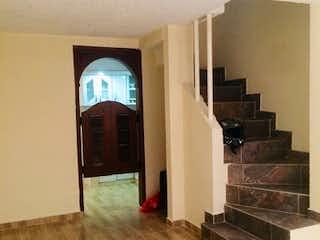 Una sala de estar llena de muebles y una chimenea en Casa en Venta NUEVA CASTILLA