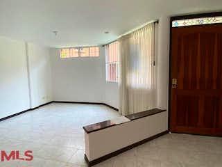 Un cuarto de baño con un inodoro de ducha y lavabo en La Calleja