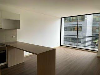 Una cocina que tiene una ventana en ella en VENTA APARTAMENTO SANTA BRBARA CON BALCN