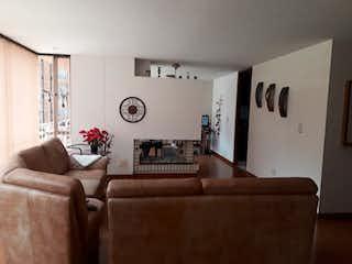 Una sala de estar llena de muebles y una gran ventana en VENTA DE APARTAMENTO EN RESERVA CAMPESTRE-MAZUREN