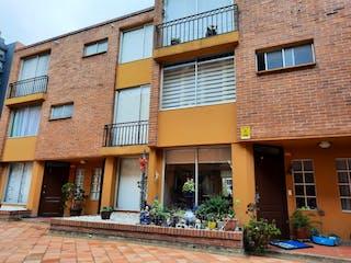 Un edificio de ladrillo con un edificio de ladrillo rojo en Se vende casa en Colina Campestre