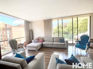 Una sala de estar llena de muebles y una gran ventana en MODERNO APTO DE 3HABS CON AMPLIA ZONA SOCIAL Y TERRAZA-VENTA- Cra19B Cll85- VIRREY