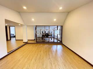 Una vista de una sala de estar y una sala de estar en Casa remodelada en venta en Santa Ana Occidental