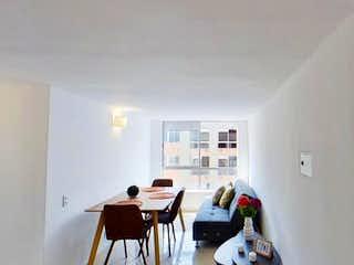 Una sala de estar llena de muebles y una ventana en Oportunidad apartamento en Bello trigales