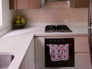 Una cocina con lavabo y microondas en VENDO :APARTAMENTO:LA CABRERA:2H:1G