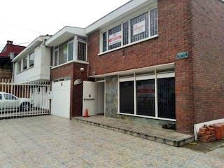 Un edificio de ladrillo con un edificio de ladrillo rojo en Casa En Arriendo/venta En Bogota Polo