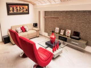 Una sala de estar llena de muebles y una chimenea en Casa en venta, ubicada en Villas Del Mediterraneo