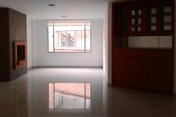 Portada Apartamento En Venta En Bogota Santa Paula, cuenta con 3 habitaciones y 2 garajes.