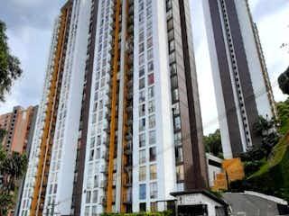 Un gran edificio con un gran edificio en el fondo en Apartamento en venta en Rodeo Alto de 3 hab. con Piscina...