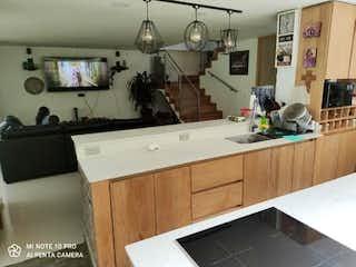 Una cocina con lavabo y microondas en Casa en venta en Parque de 390mts
