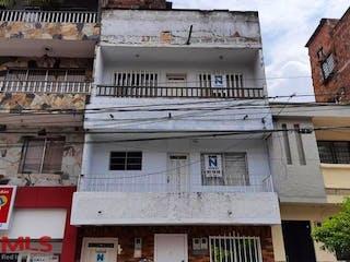 Un primer plano de un edificio en una calle en No aplica