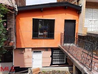 Un edificio con una ventana y una ventana en No aplica