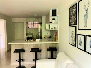 Una gran habitación blanca con una gran ventana en Apartamento en venta  de 48m2 en Loma de los Bernal