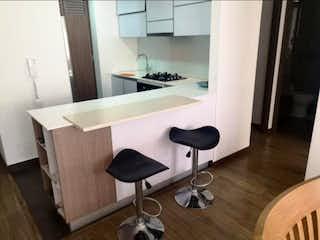 Una cocina con sillas de mesa y un lavabo en Apartamento En Venta En Bogota Pasadena
