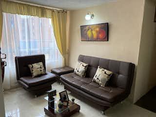 Una sala de estar llena de muebles y una ventana en Vendo - Apartamento - El Cortijo - Bogotá