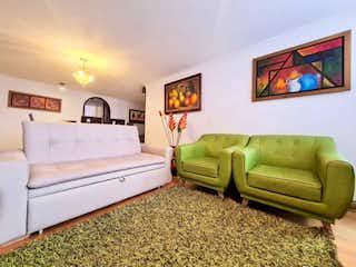 Una sala de estar llena de muebles y una pintura en APARTAMENTO VENTA LA COLINA, BOGOTA