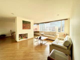 Una sala de estar llena de muebles y una ventana en APARTAMENTO VENTA SANTA PAULA REMODELAR, BOGOTA