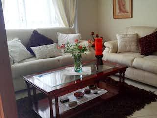 Una sala de estar llena de muebles y una mesa de café en Casa en venta en Chía, 120mt de dos niveles
