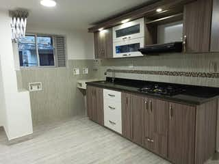 Una cocina con un horno de cocina y un fregadero en Apartamento en venta en Belén Centro de 3 hab.