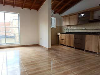 Una cocina con suelos de madera y paredes blancas en Apartamento en venta en Belen Las Playas de 72m²