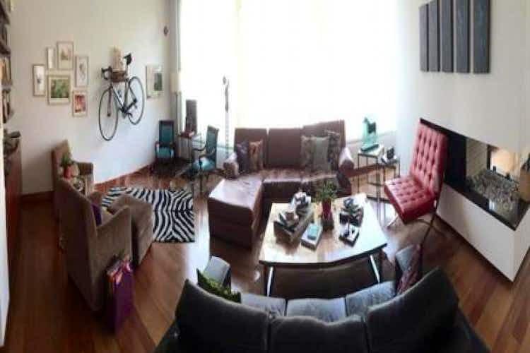 Portada Apartamento En Venta En Bogota Chico Norte Ii, cuenta con 3 habitaciones y 3 parqueaderos.