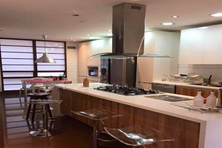 Portada Apartamento En Venta En Bogota El Nogal, cuenta con 4 parqueaderos
