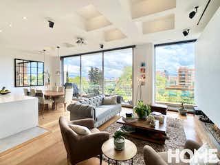 Una sala de estar llena de muebles y una gran ventana en EXCLUSIVO APTO DE 2HABS CON TERRAZA Y VISTA AL VIRREY-VENTA/RENTA-Cll87 Cr19C -VIRREY