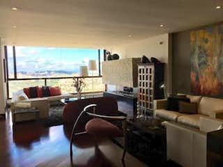 Una sala de estar llena de muebles y una gran ventana en Apartamento En Bosque Medina-Usaquén, con toda la vista a bogota en la zona social y a los cerros en los cuartos.