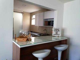 Un cuarto de baño con lavabo y un espejo en Apartamento en venta en Manila con acceso a Balcón