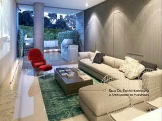 Una sala de estar llena de muebles y una gran ventana en Casa En Venta En Bogota Santa Bárbara Alta- 4 alcobas
