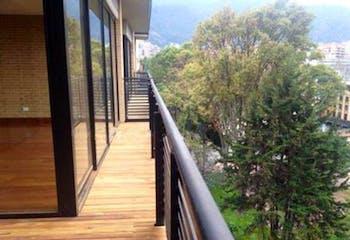 Apartamento En Venta En Bogota El Chico con 3 parqueaderos.