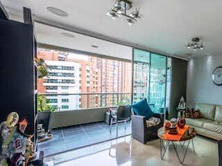 Una sala de estar llena de muebles y una gran ventana en Apartamento en venta en Las Palmas de 3 hab. con Zonas húmedas...