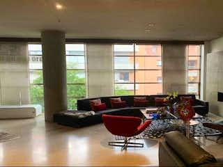 Una sala de estar llena de muebles y una gran ventana en Apartamento En Venta En Bogota Chico Reservado con 3 Parqueaderos.