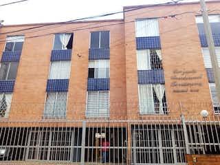 Un gran edificio de ladrillo con una gran ventana en Casa en Venta BARRANCAS