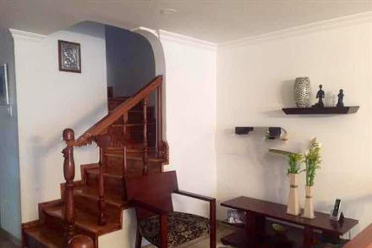 Portada Casa En Venta En Bogota Niza Norte con 2 parqueaderos internos.