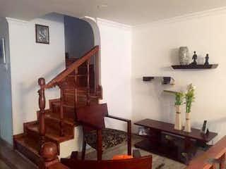 Una sala de estar llena de muebles y una chimenea en Casa En Venta En Bogota Niza Norte con 2 parqueaderos internos.