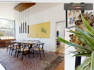 Una sala de estar llena de muebles y una ventana en Casa en Venta 872 m2, Centro de Tlalpan,